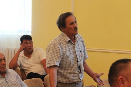 Стихийную стоянку большегрузной техники на выезде из Актау обещали ликвидировать