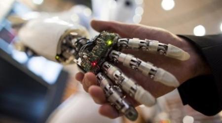 Казахстанский робот поможет охранять дом и делать покупки