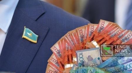Зарплату в 500 тысяч тенге депутат Парламента не считает большой