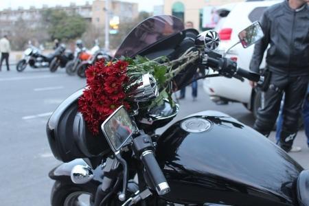 В Актау байкеры почтили память погибших мотоциклистов