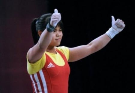 Казахстанская тяжелоатлетка Зульфия Чиншанло установила мировой рекорд на Азиаде
