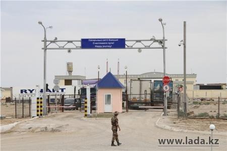 Мангистауские пограничники задержали гражданина Узбекистана с незадекларированной валютой