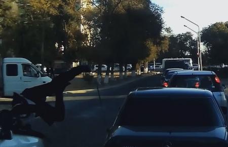 В Актау два школьника попали под колеса автомобиля