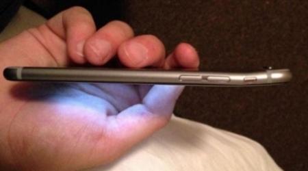 Новый iPhone 6 Plus гнется в кармане брюк - СМИ