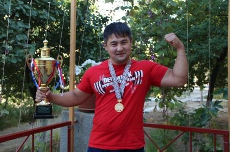 Спортсмен из Актау Аскар Шоханов стал победителем чемпионата Азии по пауэрлифтингу