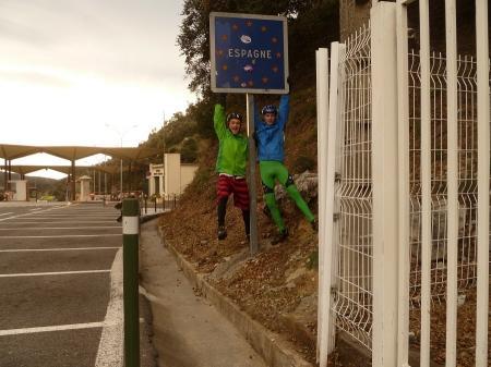 Велосипедисты из Бельгии, мотоциклист из Японии и путешественники из Австралии поделились впечатлениями об Актау