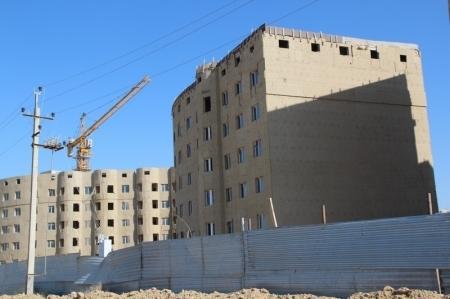 Даурен Жапаров: Отставания от графика строительства домов по программе «Доступное жилье» в Актау нет