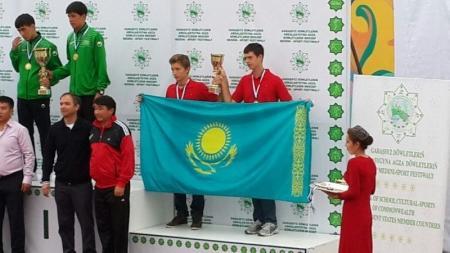 Актауские пляжные волейболисты заняли третье место на фестивале школьного спорта в Туркменбаши