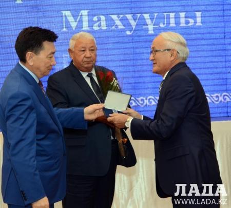 Грант акима Мангистауской области получила учительница казахского языка и литературы из Тупкараганского района