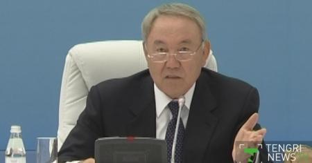 """Назарбаев пригрозил Шукееву увольнением за прием на работу """"чьих-то знакомых"""""""