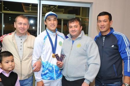 Боксеру Адильбеку Ниязымбетову присвоено очередное звание «старший лейтенант»