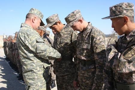 В Актау новобранцы осеннего призыва впервые надели военную форму
