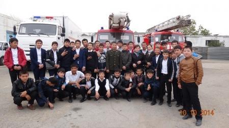 Для актауских школьников организовали экскурсию в пожарную часть