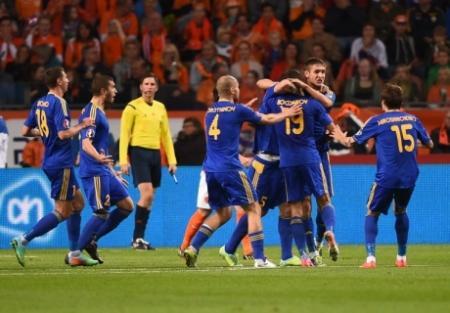 Сборная Казахстана по футболу уступила Голландии в отборочном матче Евро-2016