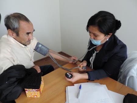 Мангистауские врачи осмотрели подопечных Дома-интерната для престарелых и инвалидов