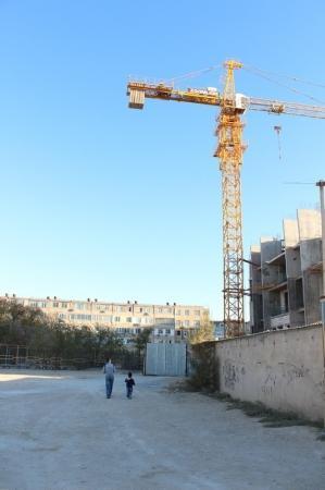 Строительство 11-этажного дома внутри 12 микрорайона Актау вызывает тревогу у жителей