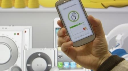 Казахстанцы смогут производить платежи через мобильные телефоны