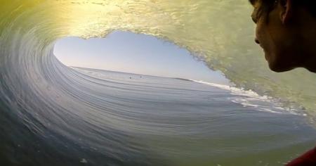 Серфингист провел 27 секунд внутри волны