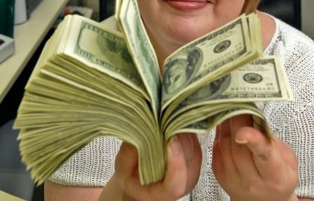 Казахстанцы массово скупают доллары