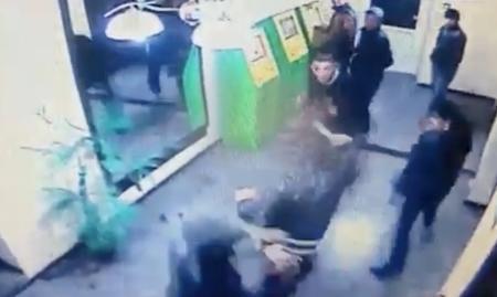 Появилось видео драки в актауском кафе, в результате которой погиб человек