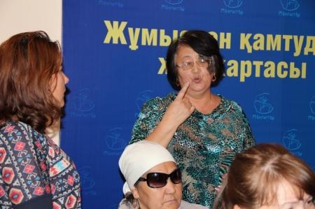 В Актау инвалиды по зрению пожаловались, что им не предоставляют индивидуального помощника