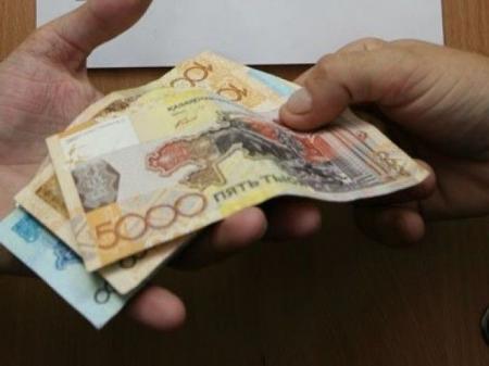 Полицейские в Атырау за взятку отпустили арестанта