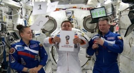Российские космонавты представили эмблему ЧМ-2018