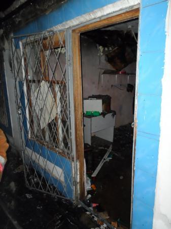 В Жанаозене во время крупного пожара сгорели три бутика на рынке «Бокен»