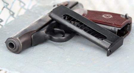 Двое полицейских обвиняются в хищении 18 единиц огнестрельного оружия из УВД Жезказгана