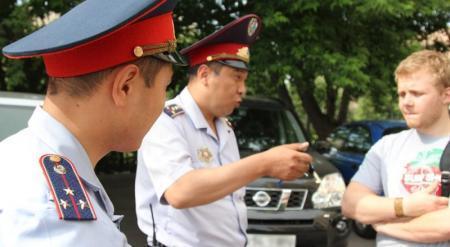 Казахстанских полицейских предложили научить улыбаться