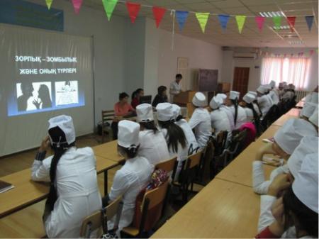 Актауским студентам рассказали о видах бытового насилия и как от него уберечься