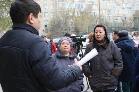 В Актау жители, возмущенные отсутствием тепла в квартирах, устроили общественный сход