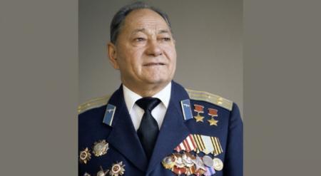 Скончался легендарный летчик Талгат Бегельдинов