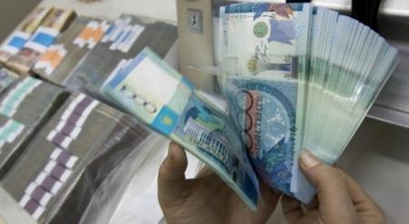 Назарбаев пообещал не снижать зарплаты и пенсии в кризис