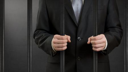Пожизненно сажать за коррупцию предложили в России