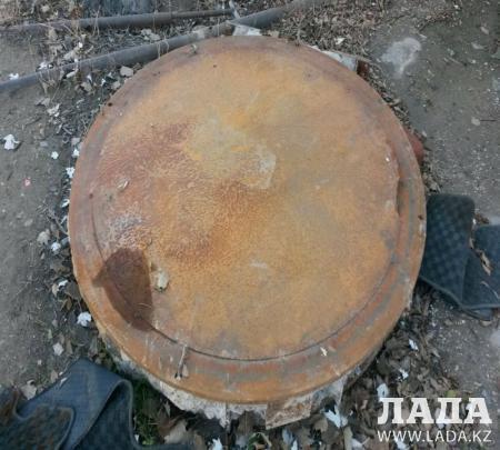 В Актау деталь многомиллионного аппарата для планирования лучевой терапии выкинули на улицу