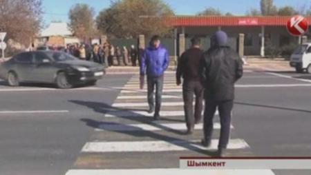 Жители Шымкента грозят перекрыть международную трассу