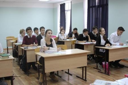 Актауские полицейские рассказали студентам и школьникам о вреде спайса