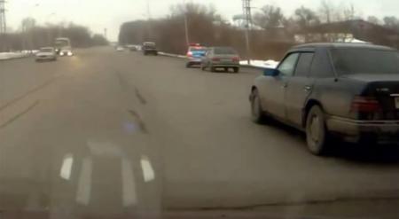 Полицейский автомобиль провоцировал ДТП в Караганде