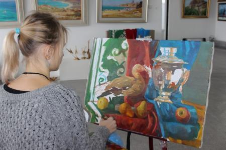 В арт-галерее «Өнер» прошел конкурс среди студентов на лучший натюрморт