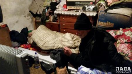 Пожилая женщина, жившая во времянке в Мунайлинском районе, скончалась в больнице