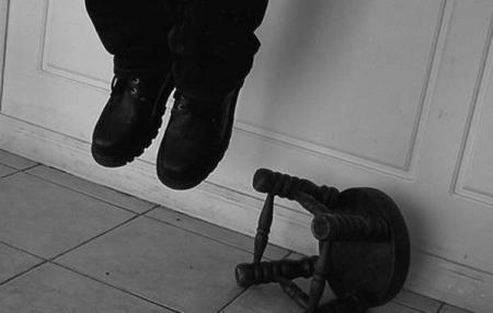 В Жанаозене повесился 41-летний мужчина