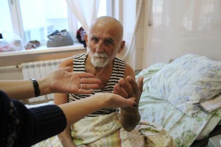 Пожилого мужчину, жившего во времянке в Мунайлинском районе, поместили в Центр адаптации для лиц без определенного места жительства