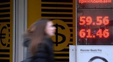 Девальвация рубля продолжится из-за резкого падения цен на нефть - эксперт