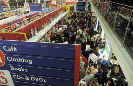 В США и Англии покупатели устраивали побоища из-за товаров со скидкой