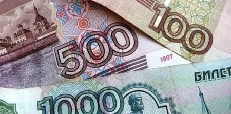 Казахстанцы массово скупают российскую валюту