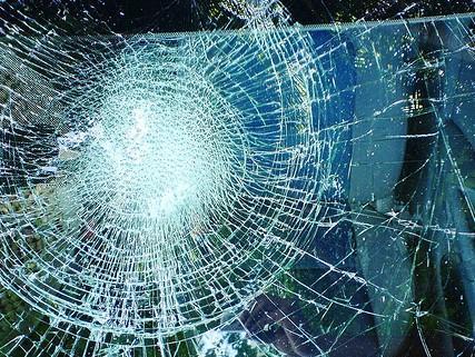 В Актау под колесами автомобиля погиб военнослужащий