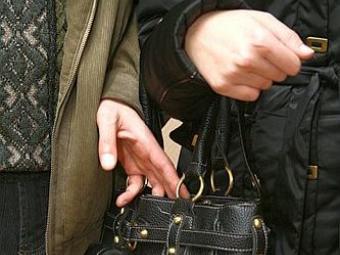 У жительницы Жанаозена украли полмиллиона тенге в магазине
