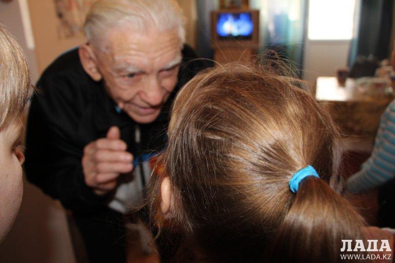 Школьники в доме престарелых дерево жизни пансионат для пожилых