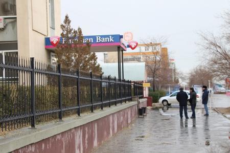 Мужчину, ограбившего клиента Евразийского банка, задержали сотрудники криминальной полиции